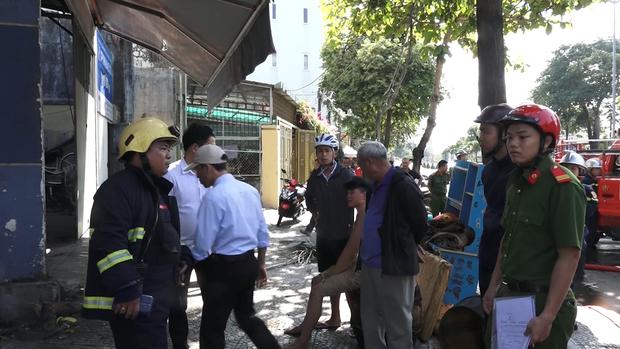 Đà Nẵng: Cha hút thuốc gây cháy nhà khiến con trai bị mắc kẹt trên tầng 2  - Ảnh 3.