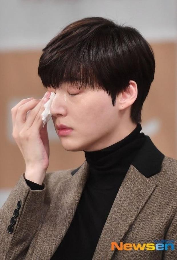 Sao thế giới gây bão khi lộ diện giữa tâm scandal: Taeyeon khóc nức nở, Seungri trang điểm kỹ, Lý Tiểu Lộ tỉnh bơ vui vẻ - Ảnh 11.