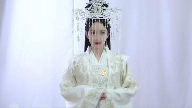 Lộ tạo hình Bạch Thiển Dương Mịch mặc váy cưới ở Chẩm Thượng Thư, chỉ tiếc vì thiếu Dạ Hoa Triệu Hựu Đình - Ảnh 1.