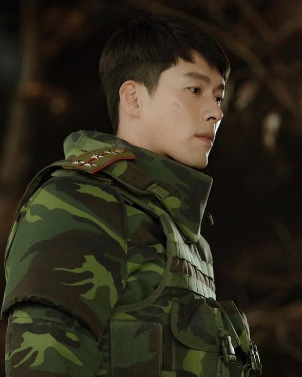 Ngã quỵ vì trai đẹp là có thật: Được Hyun Bin xoa đầu, fangirl lúng túng trượt chân, khoảnh khắc gây sốt MXH - Ảnh 3.