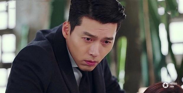 Ngã quỵ vì trai đẹp là có thật: Được Hyun Bin xoa đầu, fangirl lúng túng trượt chân, khoảnh khắc gây sốt MXH - Ảnh 4.