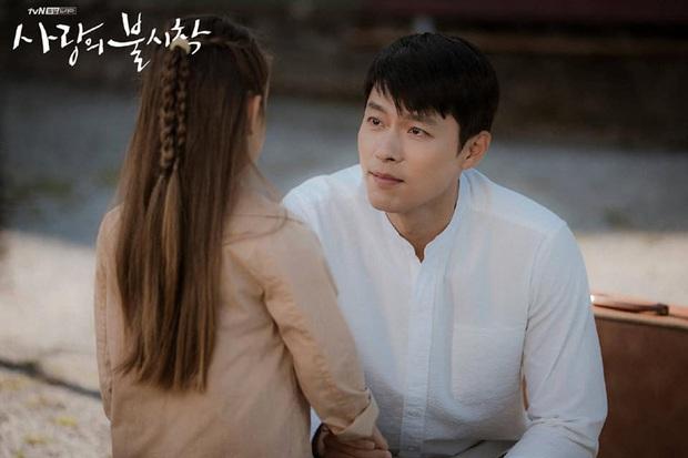 Ngã quỵ vì trai đẹp là có thật: Được Hyun Bin xoa đầu, fangirl lúng túng trượt chân, khoảnh khắc gây sốt MXH - Ảnh 5.