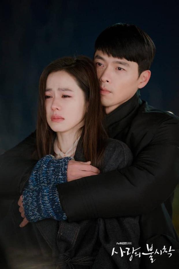 Ngã quỵ vì trai đẹp là có thật: Được Hyun Bin xoa đầu, fangirl lúng túng trượt chân, khoảnh khắc gây sốt MXH - Ảnh 6.