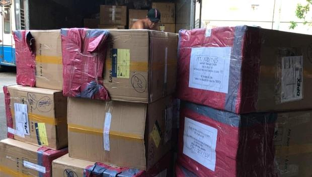 Phát hiện hơn 15.000 khẩu trang nghi sản xuất lậu chuẩn bị xuất ngoại - Ảnh 1.