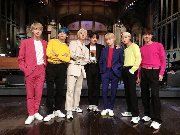 """Phải hủy hàng loạt đêm diễn, BTS """"chơi lớn"""" chiếu online luôn loạt concert từ ngày debut cho fan xem miễn phí tại gia - Ảnh 1."""