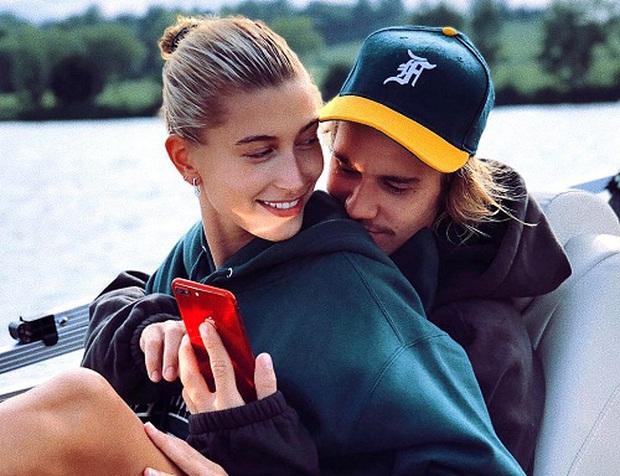 Bà xã Justin Bieber lên ngôi cô vợ nghiện chồng của năm chỉ với một chia sẻ: Nơi nào có anh ấy, nơi đó là nhà - Ảnh 1.
