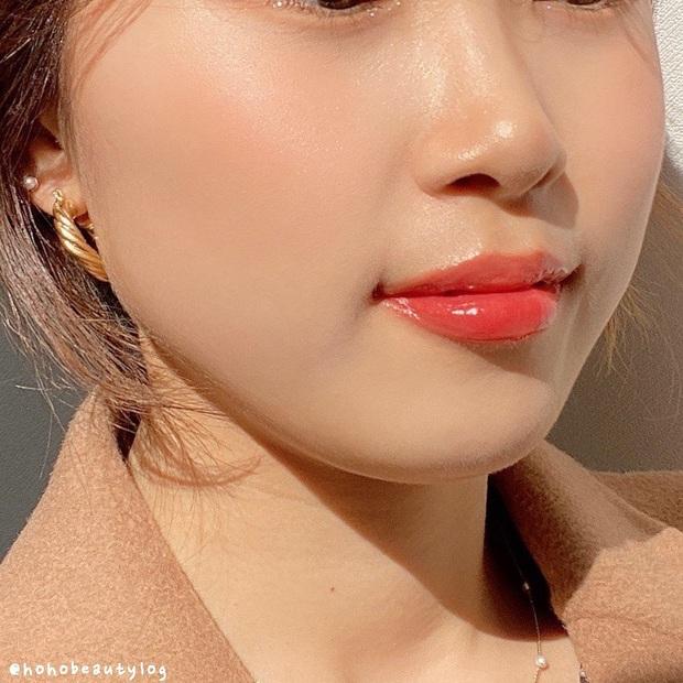 Chọn đúng điểm rơi: Châm ngôn đánh má hồng đảm bảo hack tuổi xinh tươi của beauty blogger xứ Hàn - Ảnh 3.