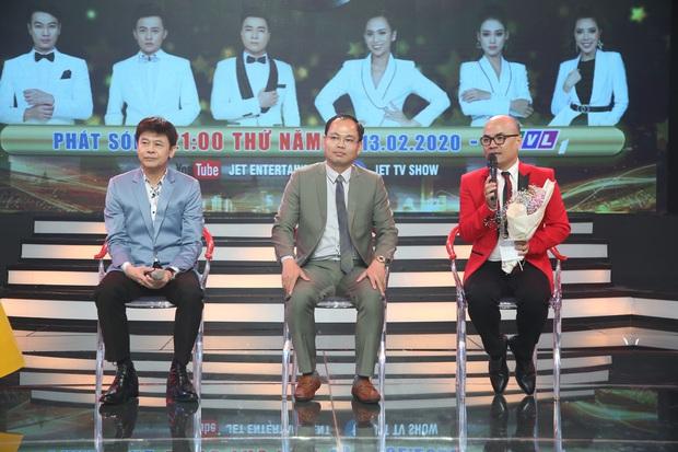 Thái Châu, Nguyên Vũ, Nam Cường... và hơn 30 nghệ sĩ đo nhiệt độ, rửa tay trong họp báo gameshow mới - Ảnh 17.