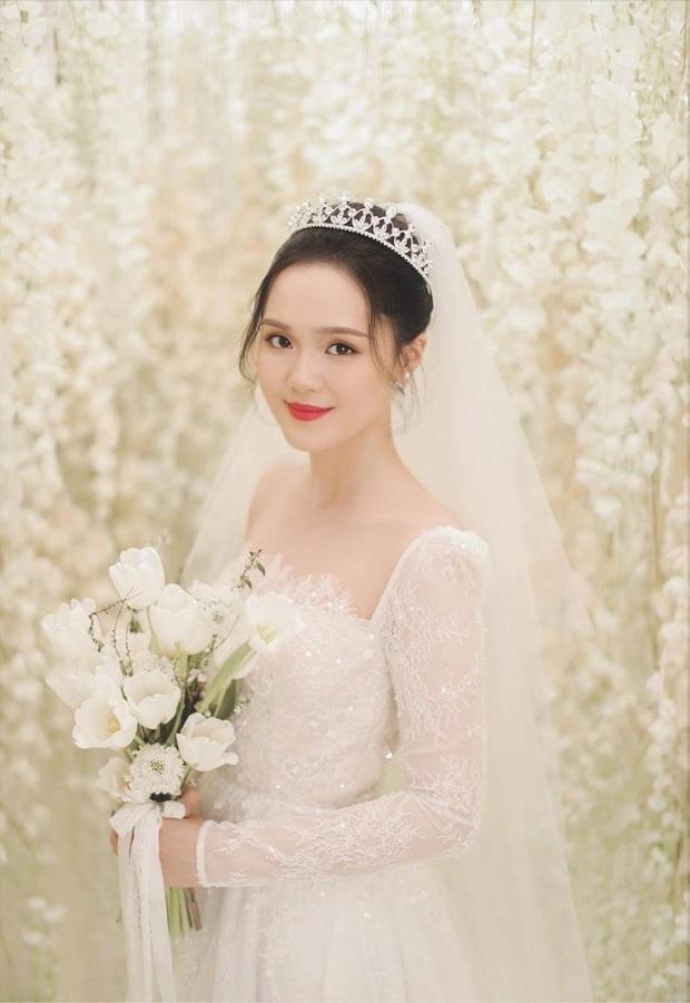Duy Mạnh và Quỳnh Anh tung thêm bộ ảnh cưới ngọt ngào, lần này thì cách makeup của cô dâu xứng đáng 10 điểm! - Ảnh 3.
