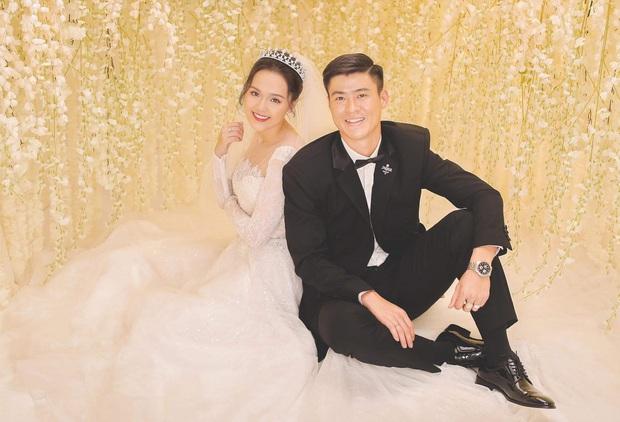 Duy Mạnh và Quỳnh Anh tung thêm bộ ảnh cưới ngọt ngào, lần này thì cách makeup của cô dâu xứng đáng 10 điểm! - Ảnh 1.