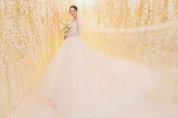 Duy Mạnh và Quỳnh Anh tung thêm bộ ảnh cưới ngọt ngào, lần này thì cách makeup của cô dâu xứng đáng 10 điểm! - Ảnh 4.