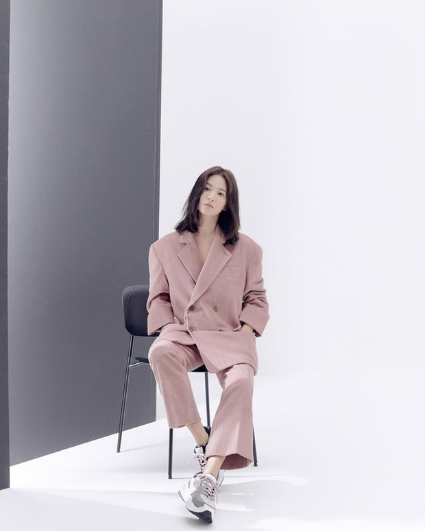 Bạn học 12 ý tưởng diện đồ màu hồng từ sao Hàn thì Valentine chỉ xinh và sang chứ không có chuyện sến - Ảnh 1.