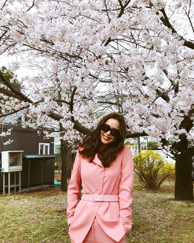 Bạn học 12 ý tưởng diện đồ màu hồng từ sao Hàn thì Valentine chỉ xinh và sang chứ không có chuyện sến - Ảnh 3.
