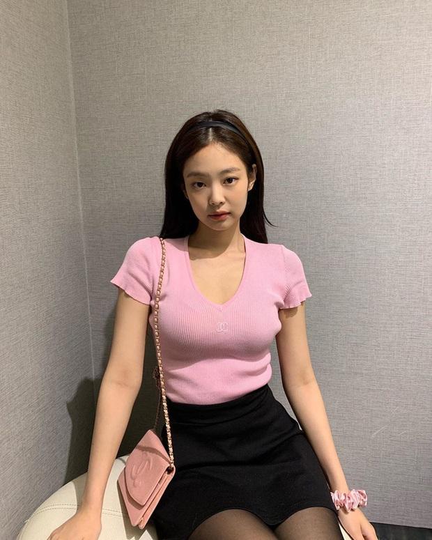 Bạn học 12 ý tưởng diện đồ màu hồng từ sao Hàn thì Valentine chỉ xinh và sang chứ không có chuyện sến - Ảnh 5.