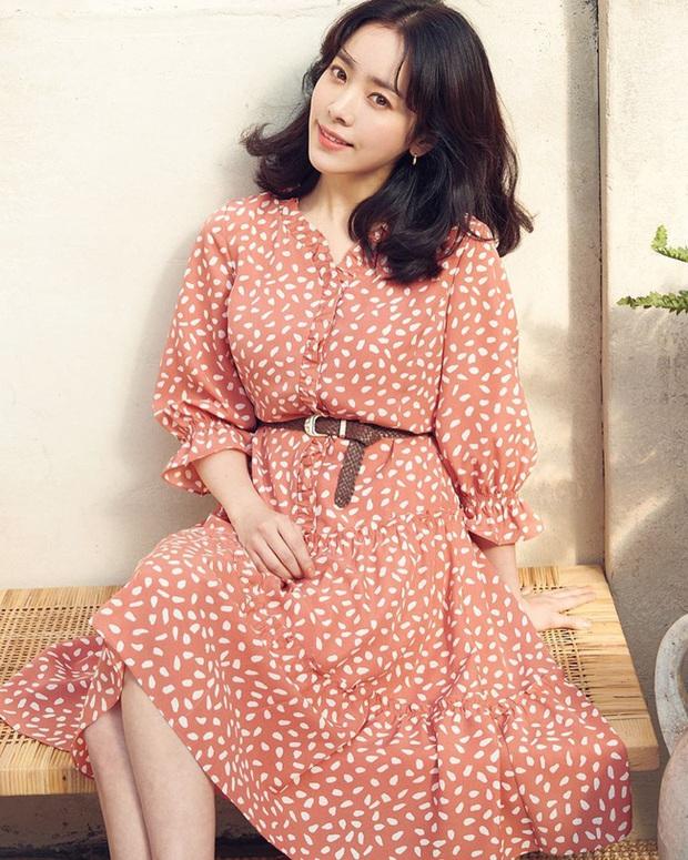 Bạn học 12 ý tưởng diện đồ màu hồng từ sao Hàn thì Valentine chỉ xinh và sang chứ không có chuyện sến - Ảnh 9.
