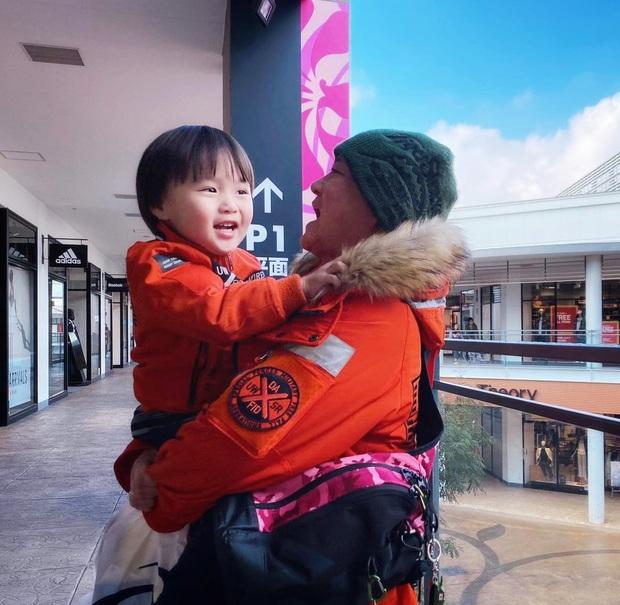 Tiết lộ sở thích mới của bé Sa trong vlog mới, Quỳnh Trần JP còn bonus thêm cả hình ảnh 2 cha con Sa cực rạng rỡ trên fanpage - Ảnh 5.
