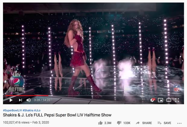 Sân khấu Super Bowl của Shakira và Jennifer Lopez đã vượt 100 triệu view sau 4 ngày, vượt xa Lady Gaga, Beyoncé hay Justin Timberlake... - Ảnh 1.