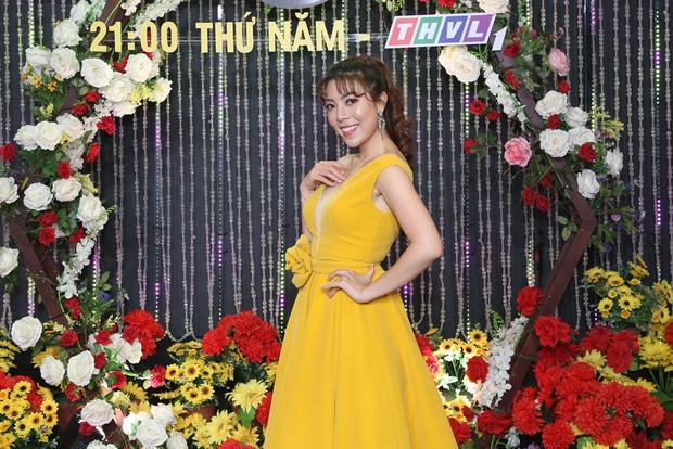 Thái Châu, Nguyên Vũ, Nam Cường... và hơn 30 nghệ sĩ đo nhiệt độ, rửa tay trong họp báo gameshow mới - Ảnh 13.