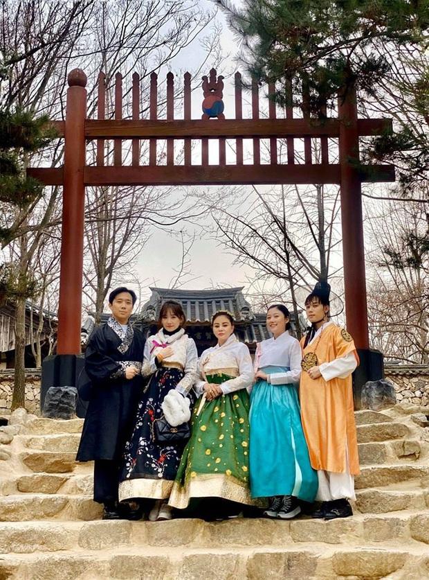 """Sao Việt chăm chỉ làm vlog du lịch nhất gọi tên Trấn Thành - Hari: trong cùng 1 ngày ở Hàn Quốc, cùng 1 bộ trang phục mà """"đẻ"""" ra tận 6 video! - Ảnh 17."""