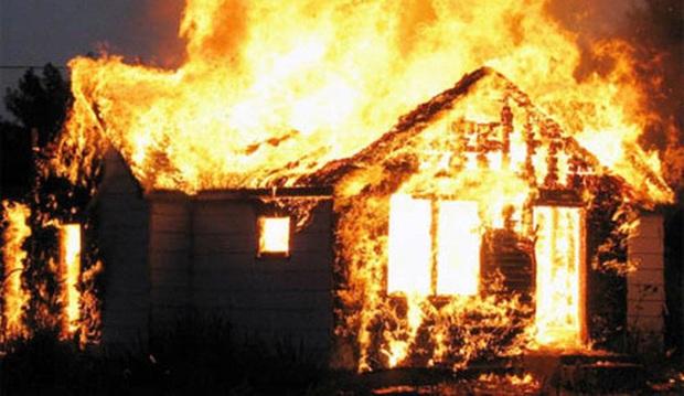 3 cha con tử vong trong ngôi nhà bị cháy lúc nửa đêm - Ảnh 1.