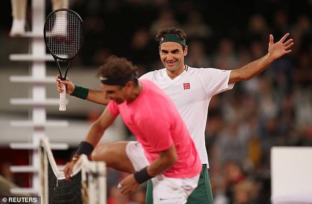Nadal hạnh phúc ôm chầm Federer khi hai huyền thoại quần vợt cùng lập nên kỷ lục vô tiền khoáng hậu về số khán giả - Ảnh 6.