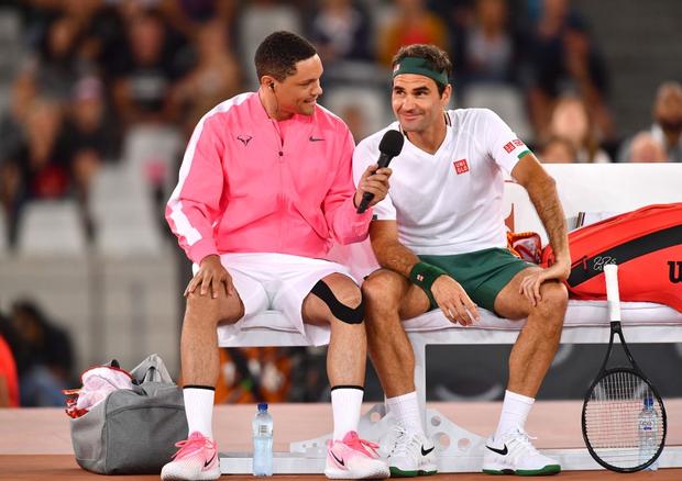 Nadal hạnh phúc ôm chầm Federer khi hai huyền thoại quần vợt cùng lập nên kỷ lục vô tiền khoáng hậu về số khán giả - Ảnh 7.