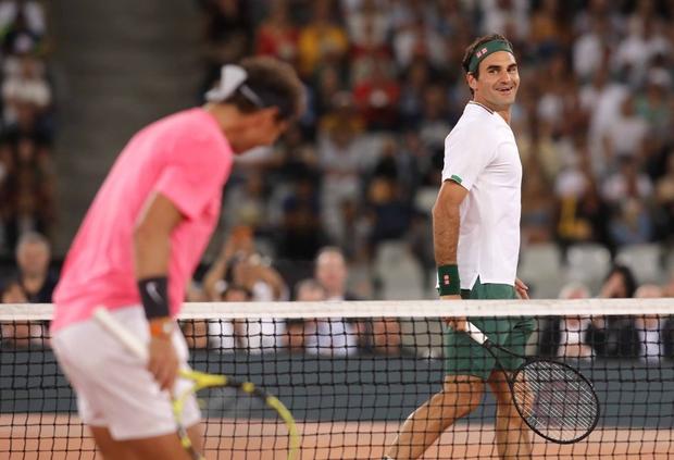 Nadal hạnh phúc ôm chầm Federer khi hai huyền thoại quần vợt cùng lập nên kỷ lục vô tiền khoáng hậu về số khán giả - Ảnh 5.