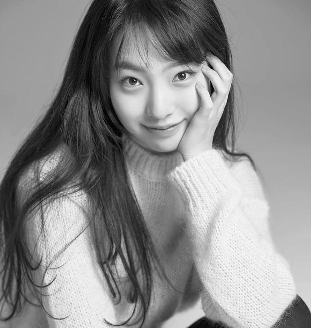 Rần rần con gái của mỹ nhân Huyền thoại biển xanh: Nhan sắc lạ, người mẫu thành diễn viên, giờ con gia nhập cả YG - Ảnh 7.