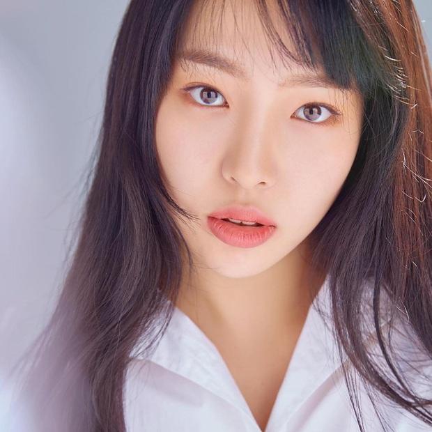 Rần rần con gái của mỹ nhân Huyền thoại biển xanh: Nhan sắc lạ, người mẫu thành diễn viên, giờ con gia nhập cả YG - Ảnh 4.
