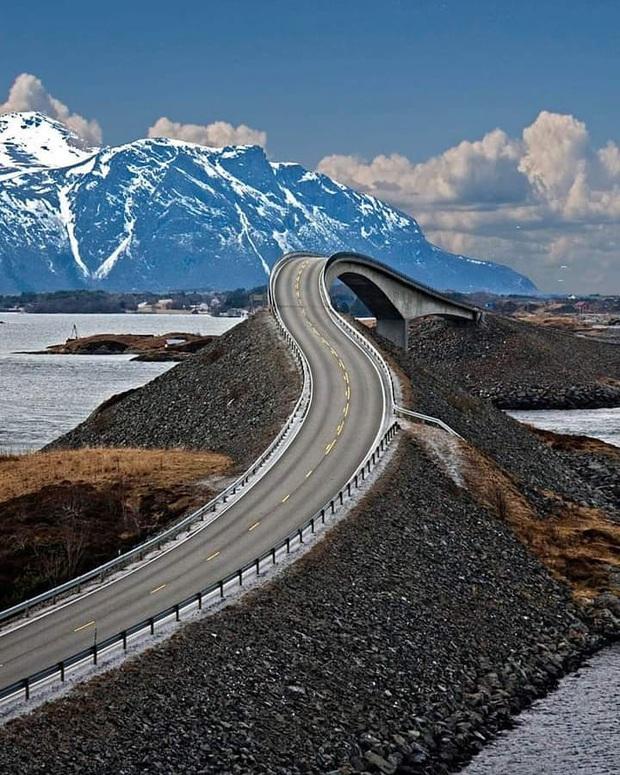 """Chiêm ngưỡng cung đường vượt biển """"huyền thoại"""" đẹp nhất hành tinh ở Na Uy, ước mơ trong đời của biết bao phượt thủ thế giới - Ảnh 10."""