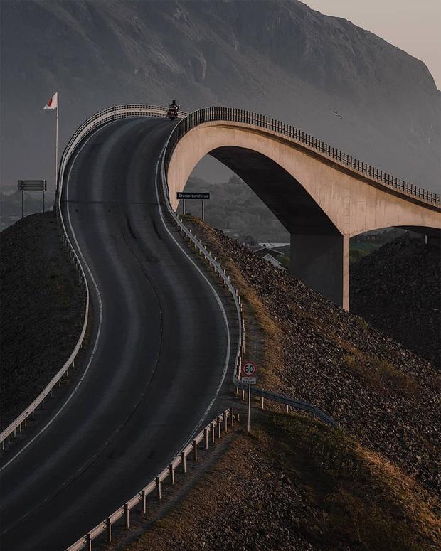 """Chiêm ngưỡng cung đường vượt biển """"huyền thoại"""" đẹp nhất hành tinh ở Na Uy, ước mơ trong đời của biết bao phượt thủ thế giới - Ảnh 18."""