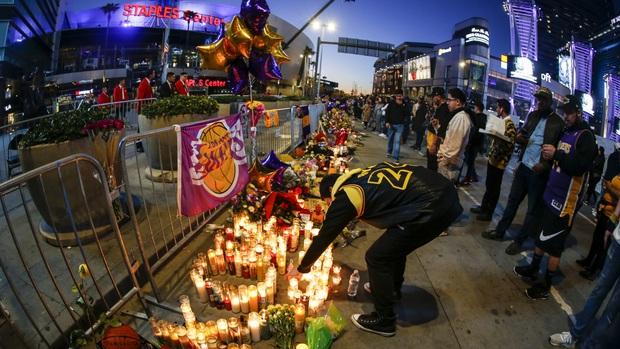 Công bố chính thức về lễ tưởng niệm huyền thoại Kobe Bryant sau vụ tai nạn chấn động: Rùng mình ý nghĩa ngày tổ chức lễ - Ảnh 2.