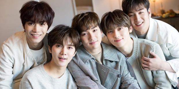 BXH top 30 nhóm nhạc nam hot nhất hiện nay: vị trí của 2 ông hoàng Kpop BTS và EXO không gây bất ngờ bằng Super Junior - Ảnh 9.