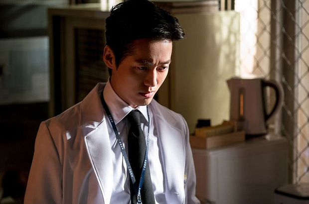 Chân dung lương y như từ mẫu xứ Hàn: Song Hye Kyo liều mạng vì bệnh nhân, thầy thuốc Kim gây sốt vì mở viện cho người nghèo - Ảnh 8.