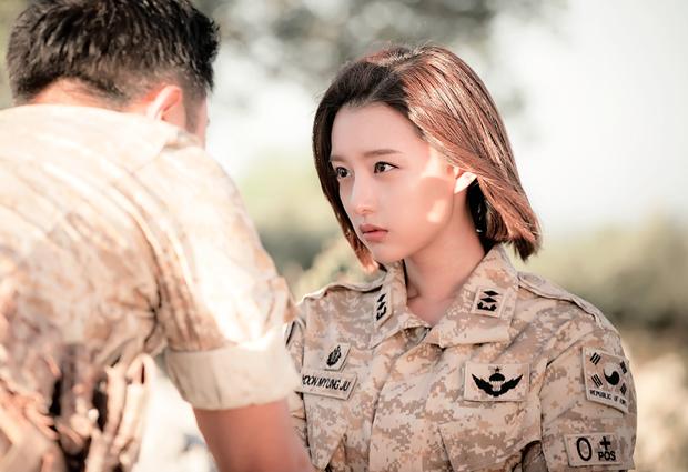 5 nữ bác sĩ đã xinh đẹp lại còn có tâm với nghề của màn ảnh Hàn: Cả Song Hye Kyo lẫn Lee Sung Kyung đều bất chấp tính mạng vì bệnh nhân - Ảnh 8.