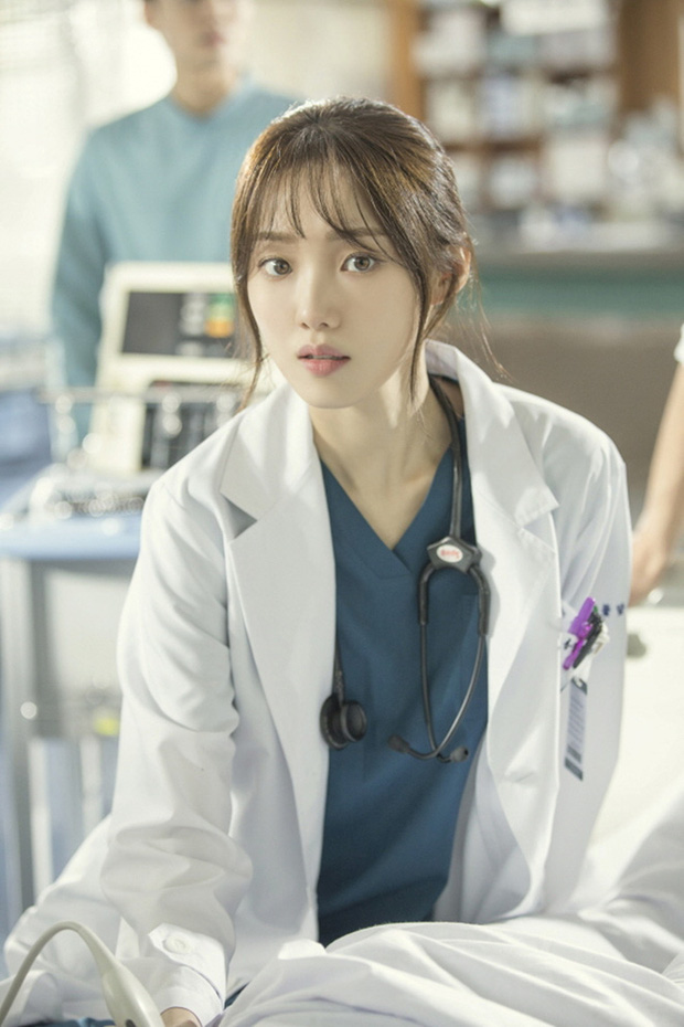 5 nữ bác sĩ đã xinh đẹp lại còn có tâm với nghề của màn ảnh Hàn: Cả Song Hye Kyo lẫn Lee Sung Kyung đều bất chấp tính mạng vì bệnh nhân - Ảnh 1.