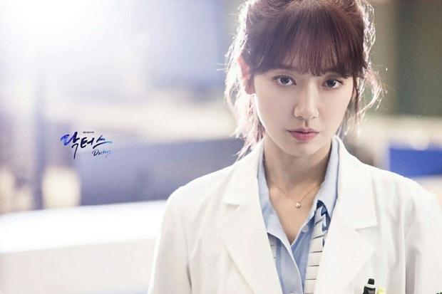 5 nữ bác sĩ đã xinh đẹp lại còn có tâm với nghề của màn ảnh Hàn: Cả Song Hye Kyo lẫn Lee Sung Kyung đều bất chấp tính mạng vì bệnh nhân - Ảnh 10.