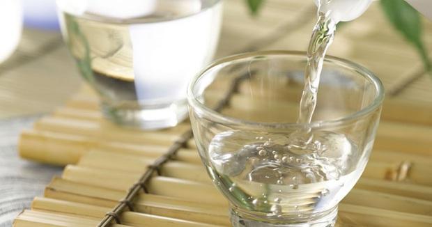 Giấm là một loại gia vị thơm ngon nhưng có 4 nhóm người không nên sử dụng nhiều nếu không muốn rước bệnh vào người - Ảnh 2.