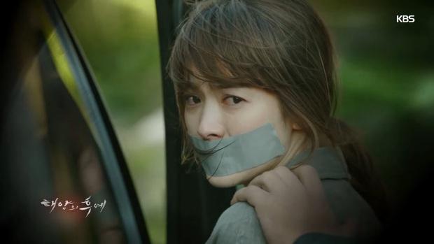 5 nữ bác sĩ đã xinh đẹp lại còn có tâm với nghề của màn ảnh Hàn: Cả Song Hye Kyo lẫn Lee Sung Kyung đều bất chấp tính mạng vì bệnh nhân - Ảnh 6.
