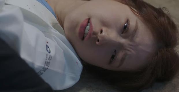 5 nữ bác sĩ đã xinh đẹp lại còn có tâm với nghề của màn ảnh Hàn: Cả Song Hye Kyo lẫn Lee Sung Kyung đều bất chấp tính mạng vì bệnh nhân - Ảnh 12.