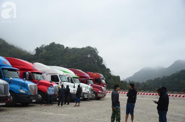 Ảnh hưởng do dịch Corona bị đóng cửa khẩu, hàng trăm tài xế container từ người dưng bỗng trở thành anh em - Ảnh 1.
