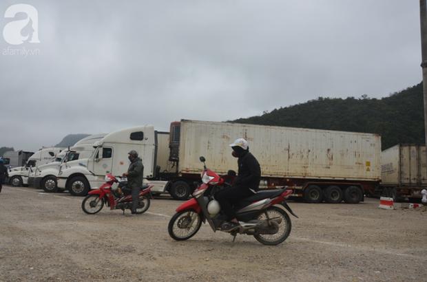 Ảnh hưởng do dịch Corona bị đóng cửa khẩu, hàng trăm tài xế container từ người dưng bỗng trở thành anh em - Ảnh 12.
