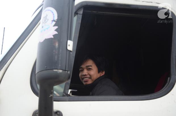 Ảnh hưởng do dịch Corona bị đóng cửa khẩu, hàng trăm tài xế container từ người dưng bỗng trở thành anh em - Ảnh 13.