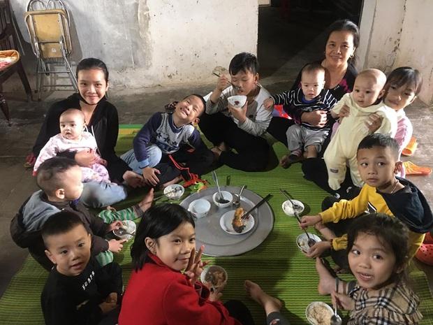 """Gia đình có 7 chị em gái lại hết 5 cô đẻ cùng một năm, bố mẹ cứ đùa """"nhà nhiều con gái nên dân số gia đình cứ ngày một tăng"""" - Ảnh 15."""