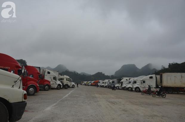 Ảnh hưởng do dịch Corona bị đóng cửa khẩu, hàng trăm tài xế container từ người dưng bỗng trở thành anh em - Ảnh 16.