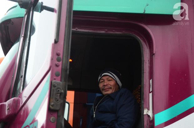 Ảnh hưởng do dịch Corona bị đóng cửa khẩu, hàng trăm tài xế container từ người dưng bỗng trở thành anh em - Ảnh 9.