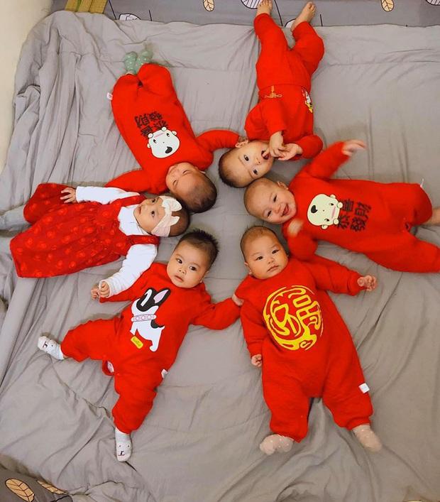 """Gia đình có 7 chị em gái lại hết 5 cô đẻ cùng một năm, bố mẹ cứ đùa """"nhà nhiều con gái nên dân số gia đình cứ ngày một tăng"""" - Ảnh 10."""