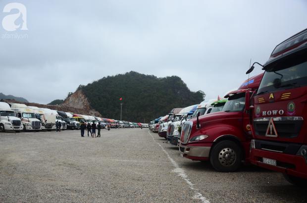 Ảnh hưởng do dịch Corona bị đóng cửa khẩu, hàng trăm tài xế container từ người dưng bỗng trở thành anh em - Ảnh 10.