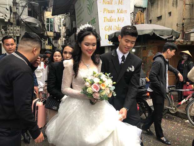 Sau pha makeup lỗi trong đám hỏi, lần này cô dâu Quỳnh Anh đã lấy lại phong độ, họa mặt xinh tươi chuẩn công chúa rồi! - Ảnh 6.