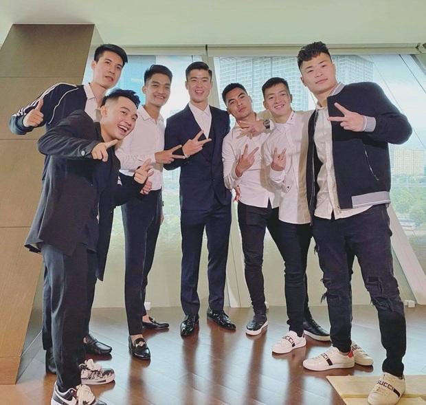 Soi dàn phù rể đám cưới Duy Mạnh - Quỳnh Anh: Từ nghệ sĩ đến dàn cầu thủ body cực nét, bất ngờ nhất là Mạc Văn Khoa - Ảnh 1.